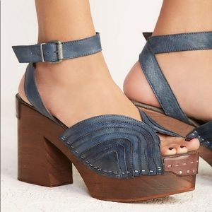 New free People blue ORION wooded clog heel open